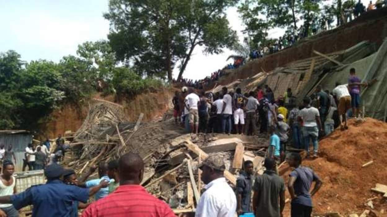 Sierra Leone building collapses 'trapping workers'