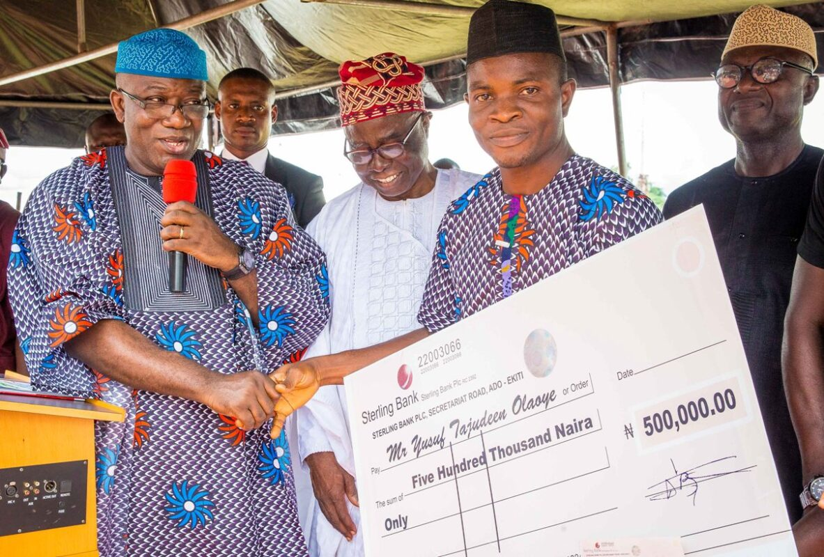 PHOTOs: Ekiti governor presents N500,000 check to 'best teacher'